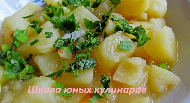 Простой тушеный картофель с луковой поджаркой