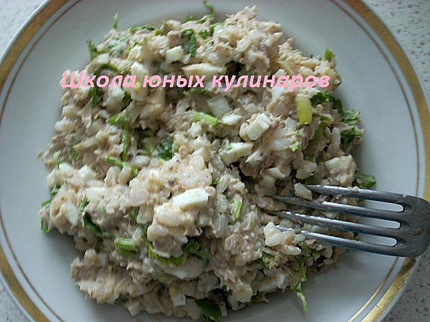 Простой салат с тунцом и рисом