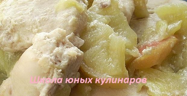 Простые куриные грудки с яблоками (диетические)
