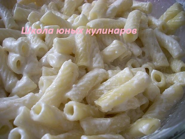 простые макароны, запеченные с брынзой