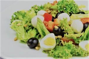 Очень вкусный салат из перепелиных яиц и пекинской капусты