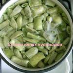 зеленая фасоль в кастрюле