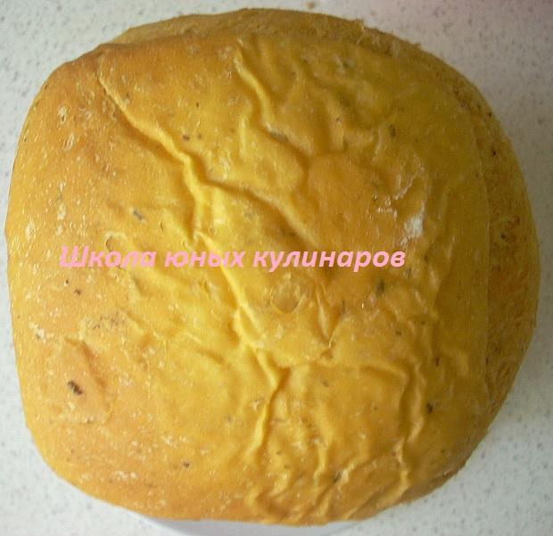 Простой хлеб по-итальянски в хлебопечке с томатом, чесноком и пряными травами
