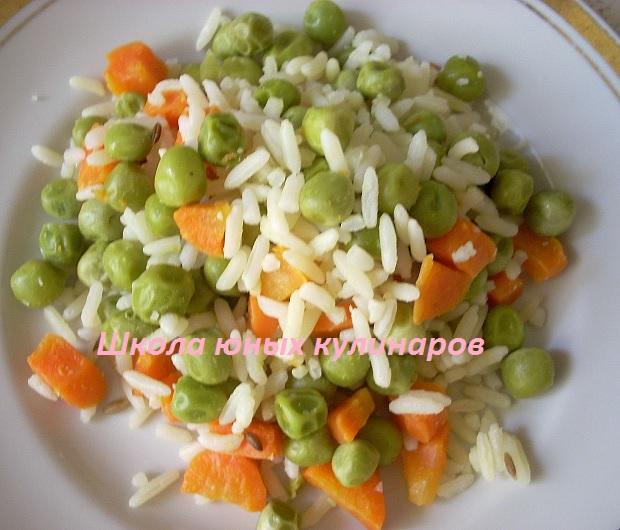 рис с горошком и морковью в мультиварке