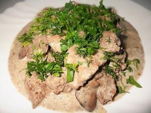 Куриная печень с сердечками приготовлена по-домашнему рецепту