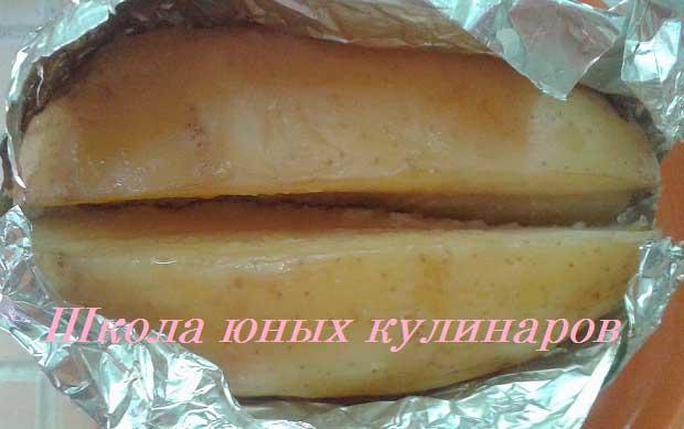 молодой картофель в мундире, запеченный в духовке в фольге