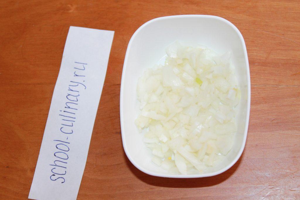 Окрошка на воде с колбасой и куриным филе - рецепт пошаговый с фото