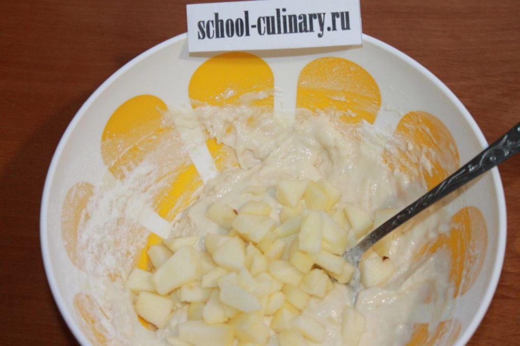 Румяные оладьи из яблок на сковороде - рецепт пошаговый с фото