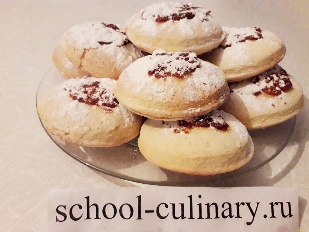 Мягкое домашнее печенье на сметане с повидлом