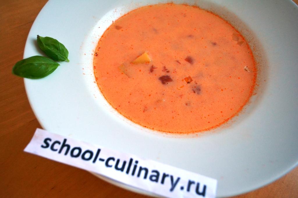 Томатный суп с фасолью и картофелем со сливками