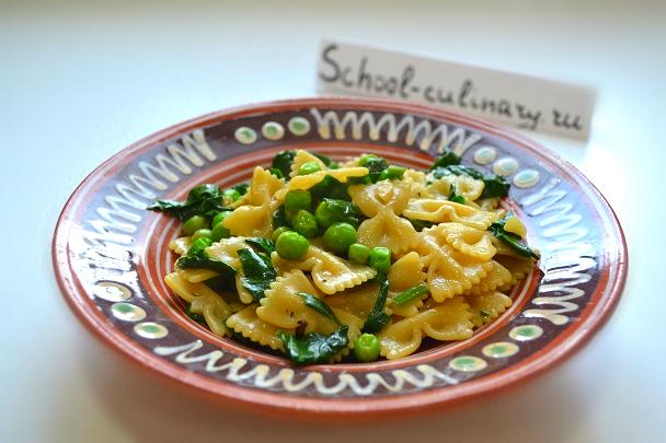Паста со шпинатом и зеленым горошком