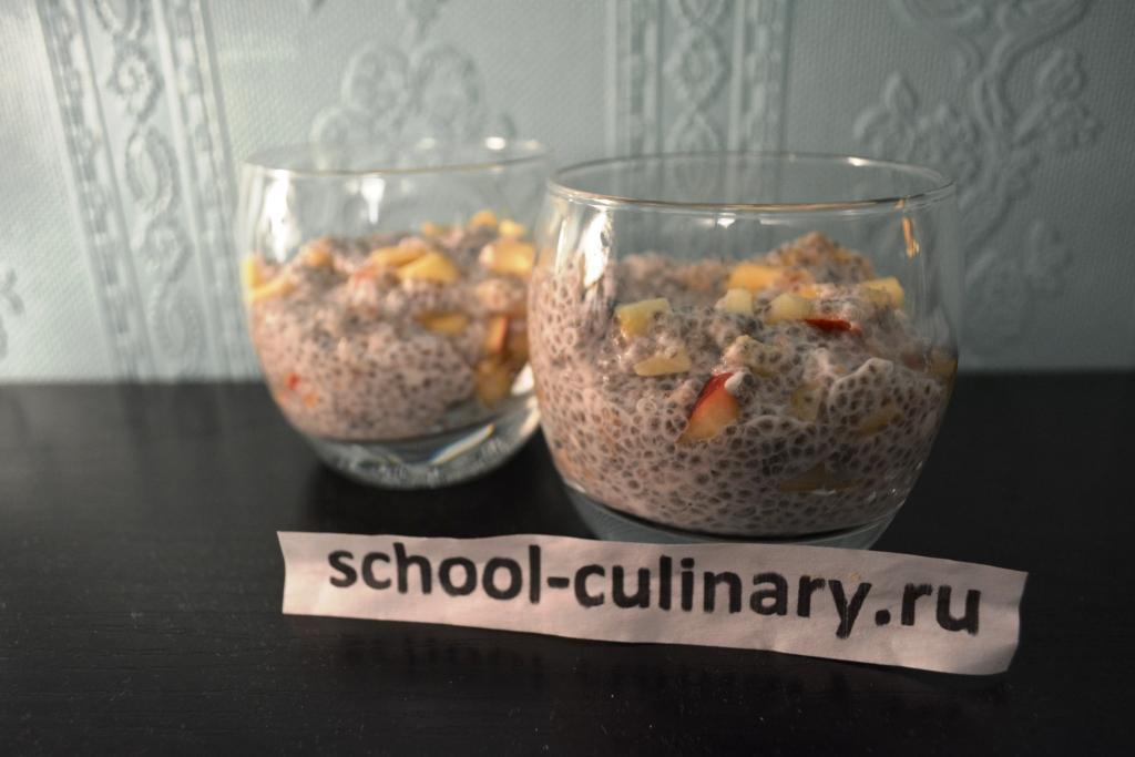 Фруктовый десерт из семян чиа с кокосовым молоком