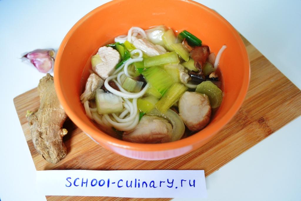 Суп с капустой пак-чой, лапшой и индейкой