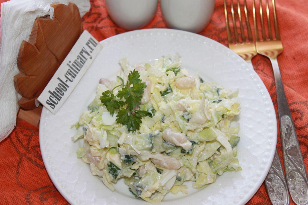 Салат с фасолью и яйцом