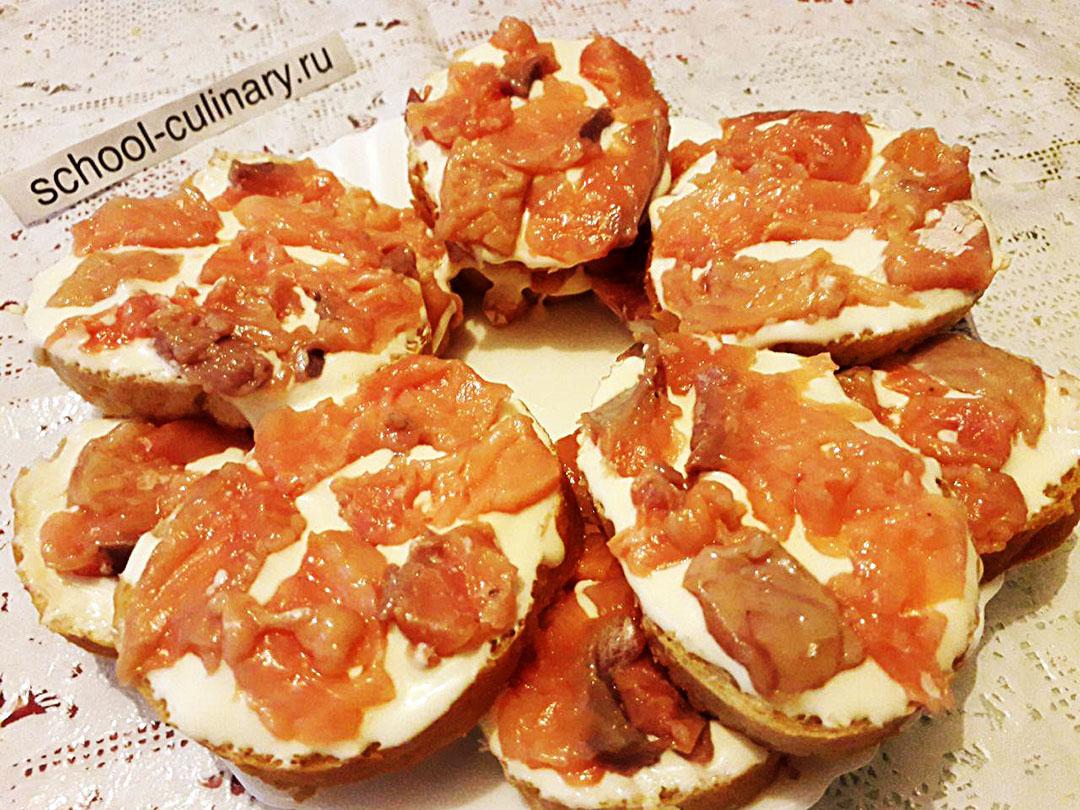 Бутерброды с горбушей домашнего посола