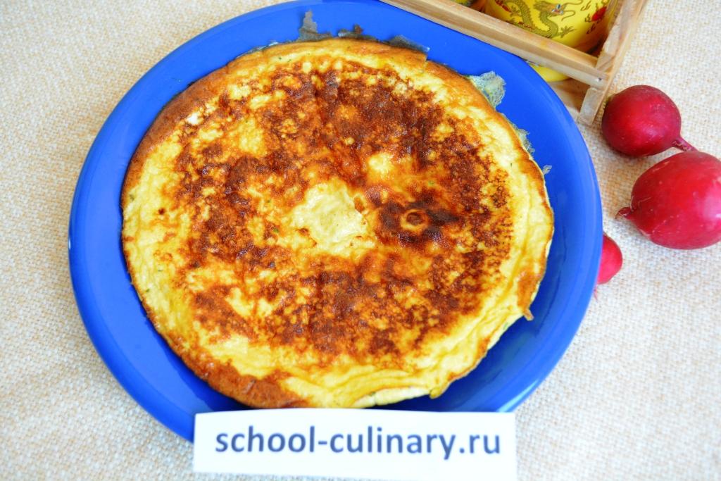 Классический омлет с молоком и яйцами