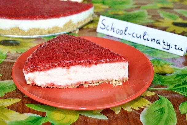 Сметанный торт без выпечки с клубникой