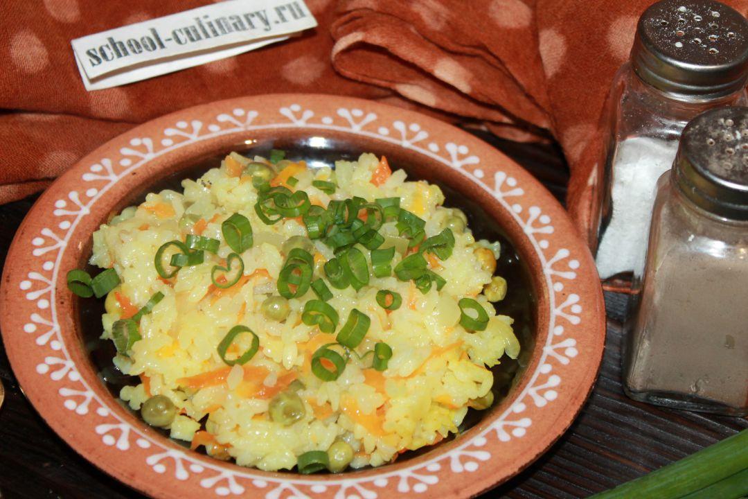 Рис вареный с зеленым горошком