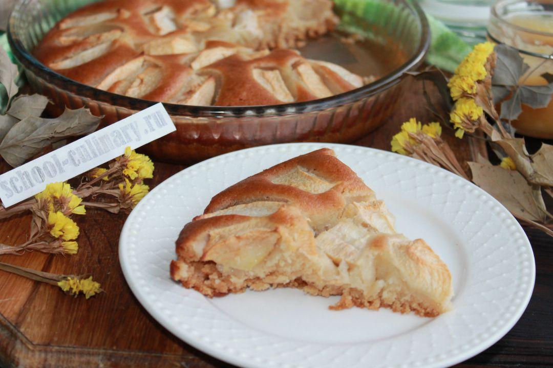 Пирог с медом и яблоками