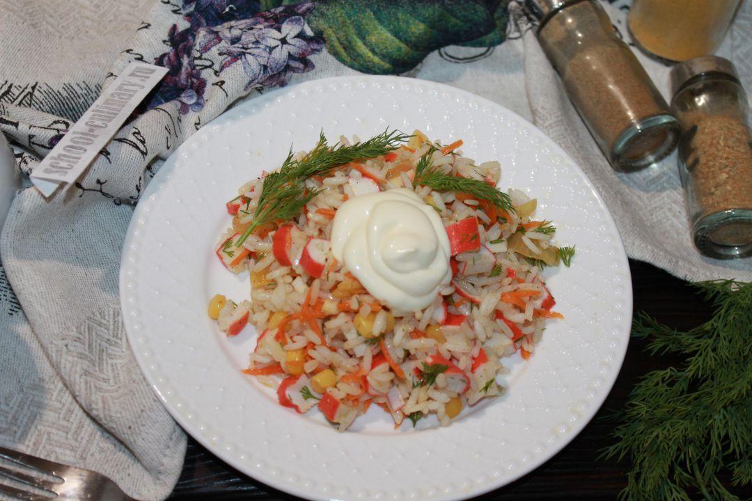 Салат с крабовыми палочками и корейской морковкой