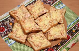 Рецепт бутербродов с копченой куриной грудкой и твердым сыром