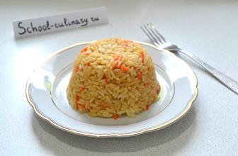Жарим рис с морковью и имбирем