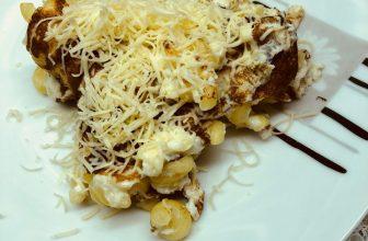 Омлет с макаронами и сыром