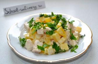 Салат с курицей, сыром и апельсином