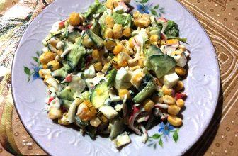 Салат из крабовых палочек с капустой и кукурузой