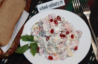 Простой салатик с сыром и солеными огурчиками на скорую руку