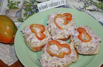 Бутерброды с колбасой с сыром и огурцами