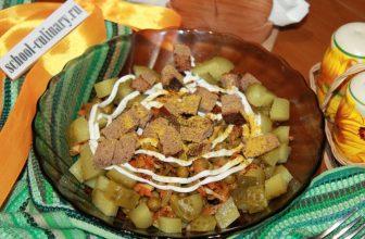 Салат с жареной морковью и курицей
