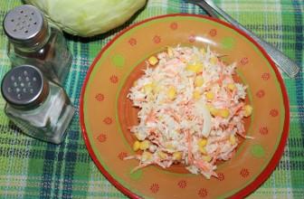 Салат с капустой морковью и кукурузой
