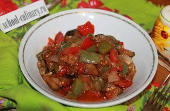 Рагу из баклажанов и болгарского перца на сковороде
