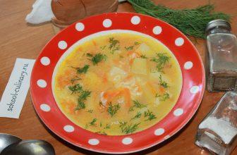 Рисовый суп с картофелем, рисом, луком и морковью