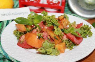 Салат с помидорами и базиликом