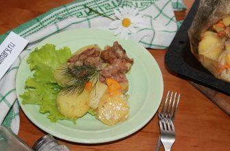 Запеченная картошка со свининой в духовке