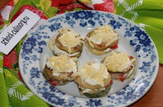 Кабачки кружочками с помидорами