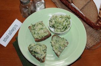 Простая и питательная закуска из сала с чесночными листьями
