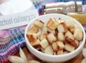 Домашние сухарики с чесноком на сковороде