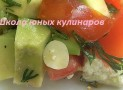 Простой салат из авокадо, помидор и мягкого сыра