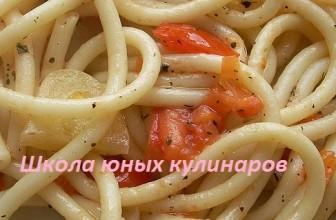 Простые макароны с помидорами и болгарским перцем