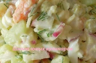 Простой салат с вареной морковкой, картошкой, редиской и огурцами